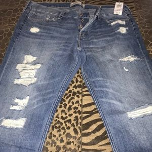 NWT Abercrombie Ripped Straight Boyfriend Jeans